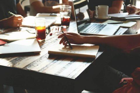 Comment organiser un séminaire d'entreprise à petit budget ?
