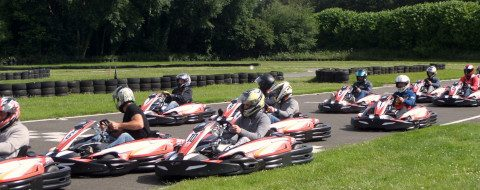 Challenge karting en équipe en extérieur