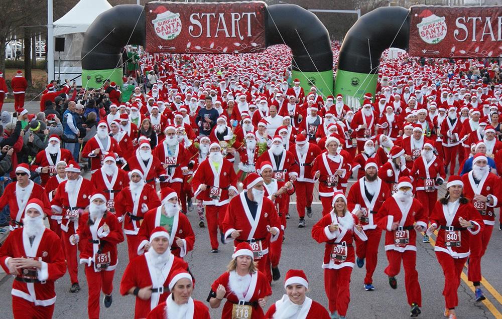 Championnat de Pères Noël qui suscite l'esprit de Noël en Suisse